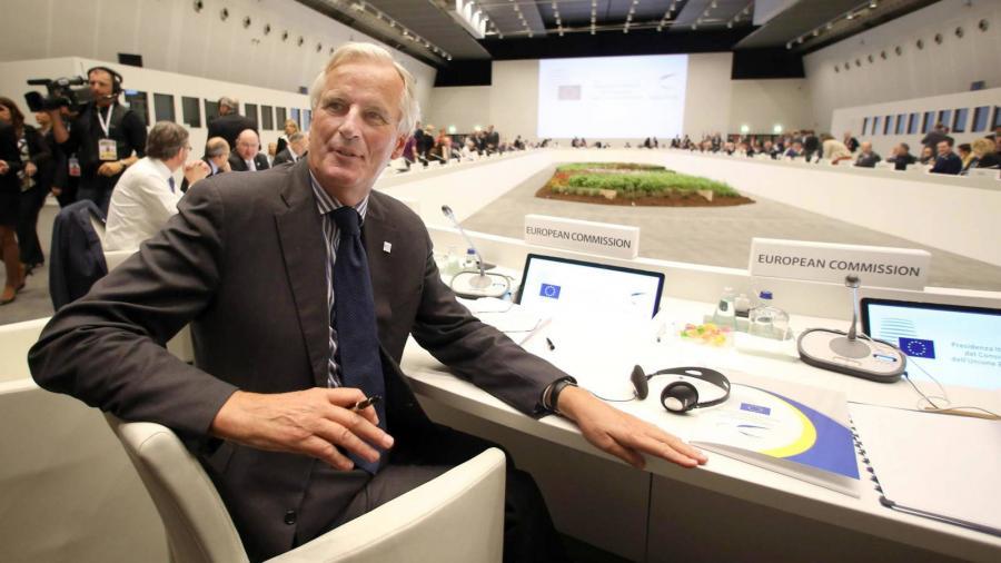 Politica Politica La venganza de Juncker contra el Reino Unido es un señor francés llamado Barnier.
