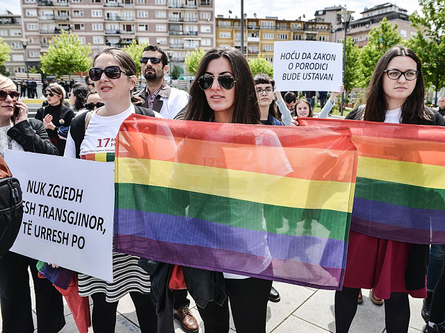 News News Thousands of Serbian Riot Police Cordon Off Gay Pride March
