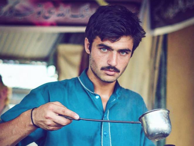 Belleza Belleza El atractivo vendedor de té pakistaní y otros desconocidos que han enloquecido a Internet