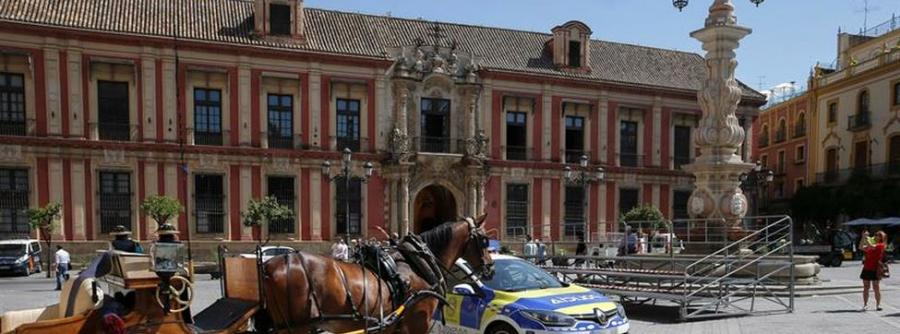 """Animales Animales Pacma inicia una campaña para acabar con las """"duras"""" jornadas laborales de los caballos de paseo en Sevilla"""