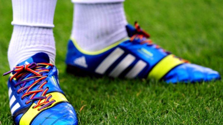 Deportes Deportes Tres futbolistas gays negocian con la Federación inglesa cómo hacer pública su homosexualidad