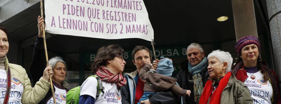 Lesbianas Lesbianas El Registro Civil pide más requisitos a las parejas de lesbianas que a las heterosexuales para inscribir a sus hijos