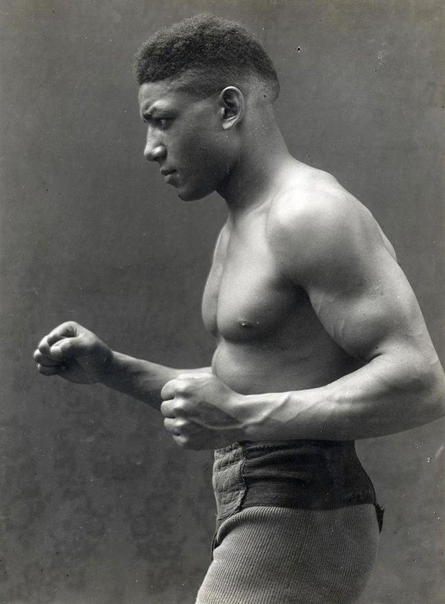 Actualidad Actualidad Leone Jacovacci, la historia del exitoso boxeador negro que Mussolini borró
