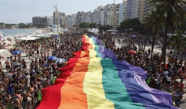 America America Miami Beach alza un reclamo por la igualdad en el desfile del Orgullo Gay