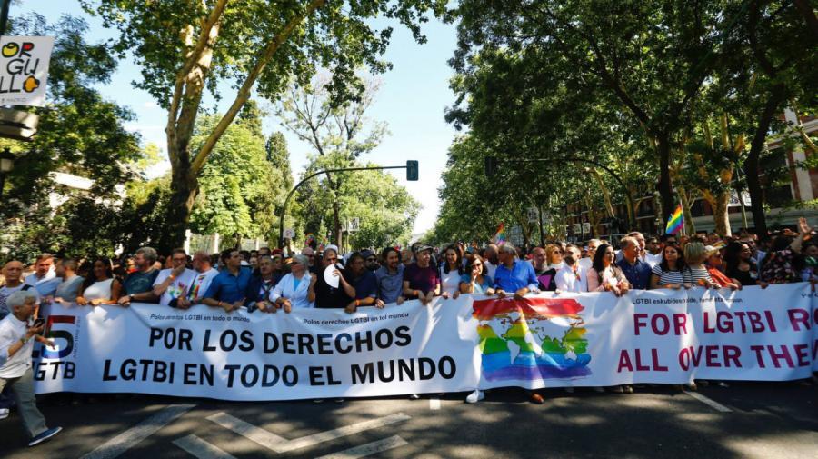 Actualidad Actualidad Los políticos que se suben a la ola multicolor del Orgullo LGTBI