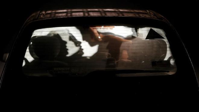 Actualidad Actualidad 'Cruising' y 'dogging': los códigos secretos del sexo callejero con desconocidos que triunfa en España