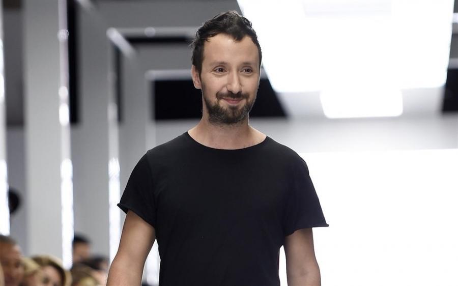 Moda Moda Yves Saint Laurent instaura la moda de los stilettos con ruedas