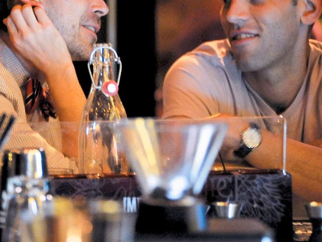 Actualidad Actualidad Un camarero impide que una pareja gay comparta postre en su restaurante