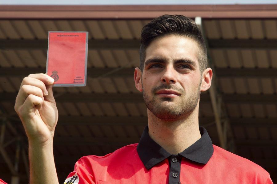 Actualidad Actualidad El primer árbitro gay: 'Hay que perder el miedo a salir del armario en el fútbol'