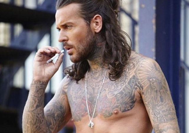Actualidad Actualidad Pete Wicks desnudo, el tatuado de los realities